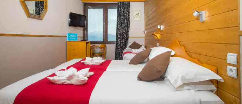 Chalet Hotel Les Anemones - Bedroom w/ Extra bed